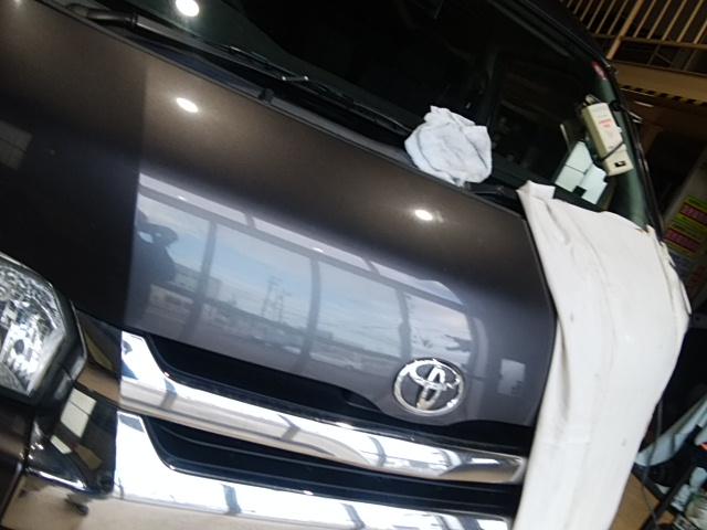 トヨタ・ハイエースワイドバンのウインドウリペア