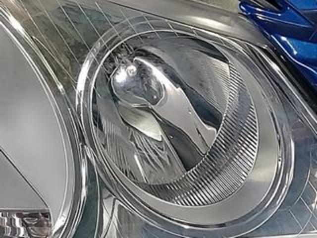 フォルクスワーゲンクロスポロのヘッドライト復元コート