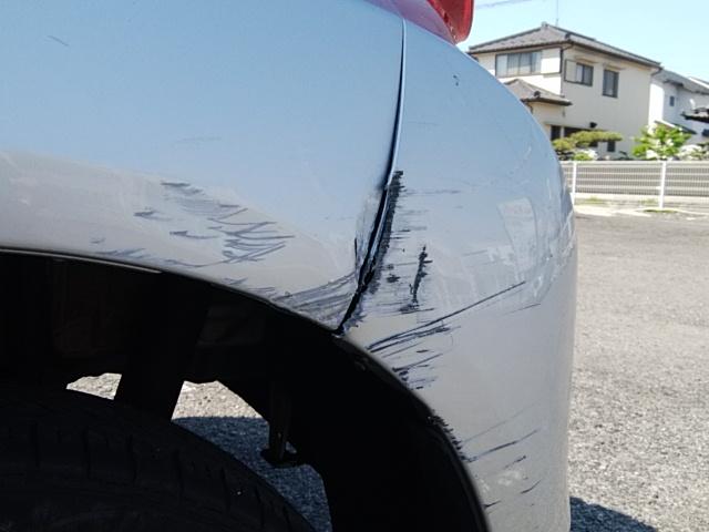 トヨタパッソ左リアフェンダーとリアバンパー 部分塗装