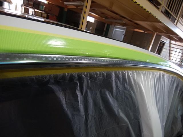 メルセデスベンツC200のアルミモール研磨