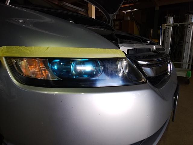 ホンダオデッセイのヘッドライト復元コート
