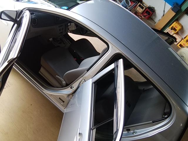 ダイハツミライースの社用車 車内クリーニング